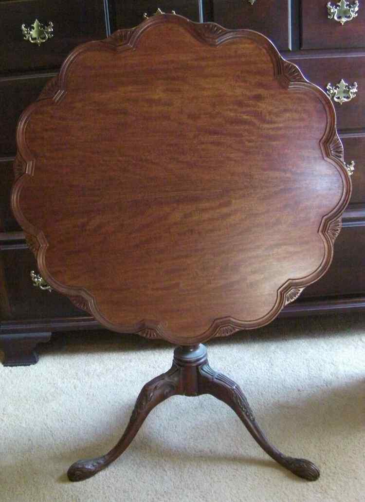 ANTIQUE QUEEN ANNE STYLE PIE CRUST TILT TOP TABLE Scalloped Edges Wooden