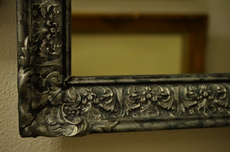 Holding Frame Material-Antique Victorian Style Wooden Mirror
