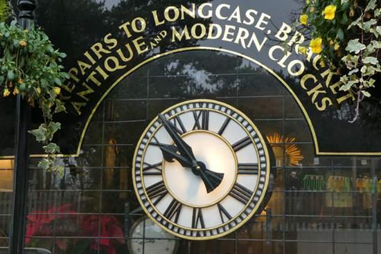 How Do you Identify an Antique Clock.files