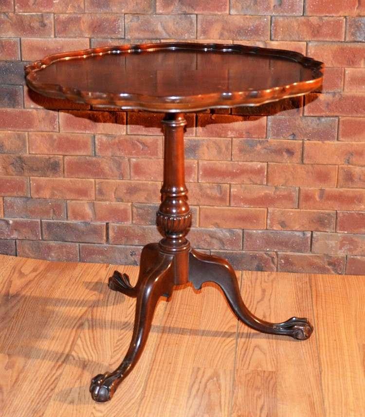 Vintage Tri-Pod Mahogany Pie Crust Table
