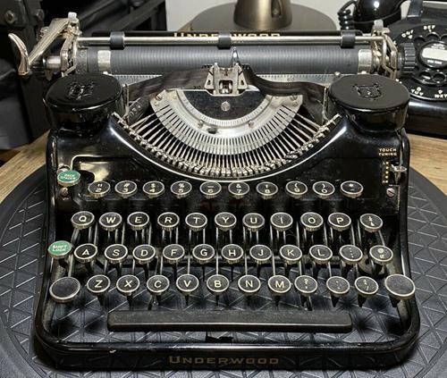 1936 Underwood Universal Portable Typewriter