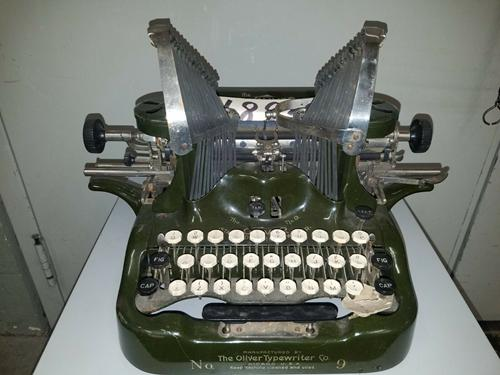 The Oliver Typewriter Co - Print type No. 9 - Military Green ANTIQUE