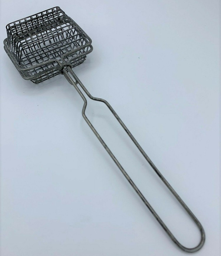 Rectangular Basket With Wire Clasp