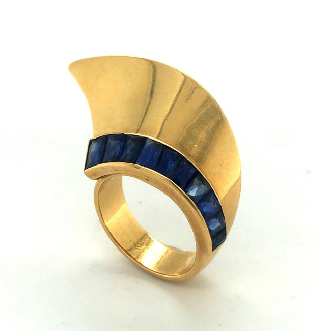 18 Karat Yellow Gold and Sapphire French Retro Ring