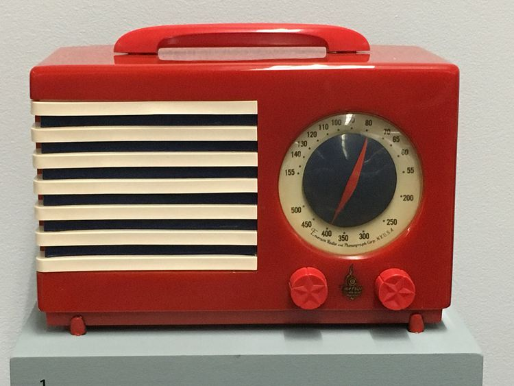 "Emerson Model 400-3 ""Patriot"" (1940) radio"
