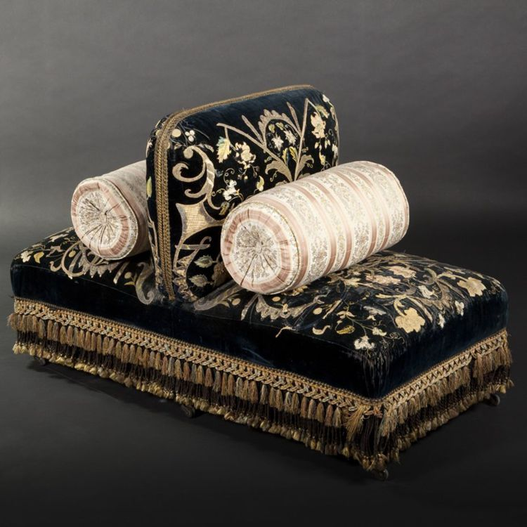 Napoleon III Boudeuse upholstered with velvet and lace trimmings