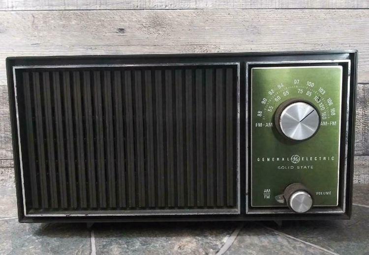 Vintage 1960s General Electric GE AM FM